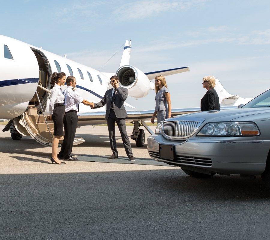 red-carpet-limo-airport-rides